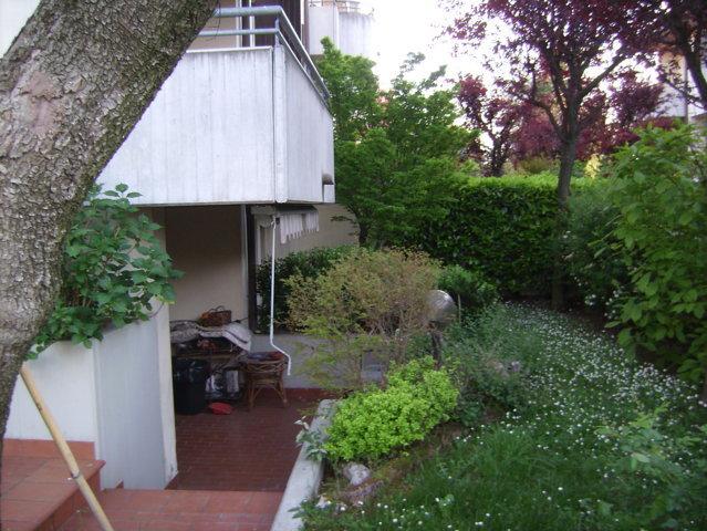 Villa angolare di testa con giardino (Z. Medaglie D'oro – Forlì)