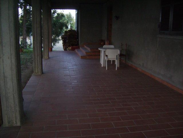 Villa degli anni 80 con 2 appartamenti