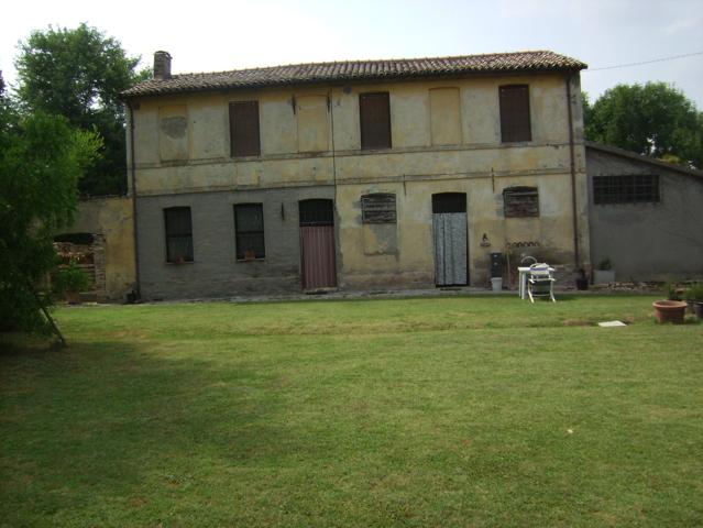 Casa romagnola con ampio giardino (Roncadello – Fo)