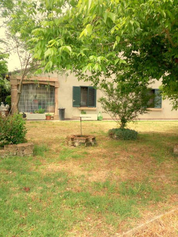 Villa angolare con 1200 mq di giardino (Branzolino – Forlì)